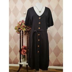 ⚜ Minimal Black Button Dress